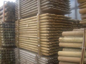 pali in legno con punta